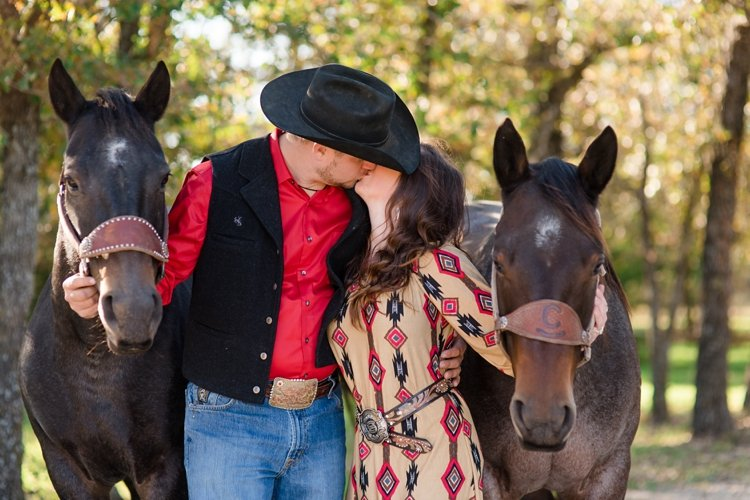 colt-and-haley-wright-trail-rides-and-cowboys-in-decatur-texas-by-kirstie-marie-photography_0008