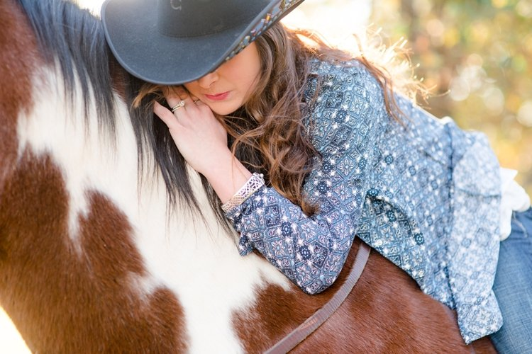 colt-and-haley-wright-trail-rides-and-cowboys-in-decatur-texas-by-kirstie-marie-photography_0015