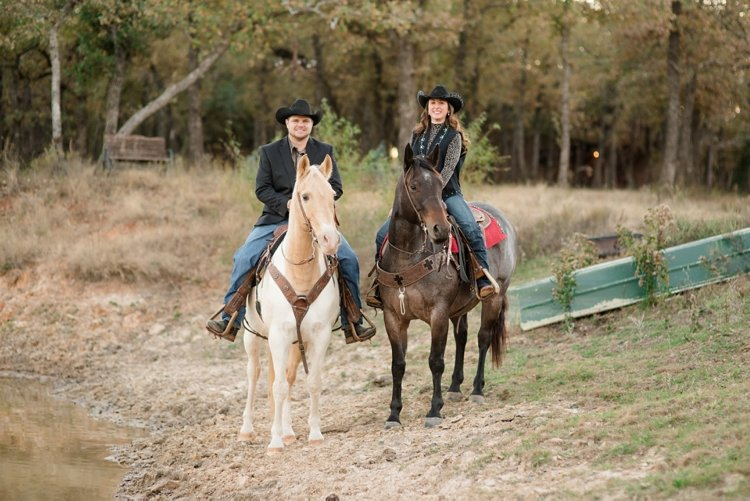 colt-and-haley-wright-trail-rides-and-cowboys-in-decatur-texas-by-kirstie-marie-photography_0017