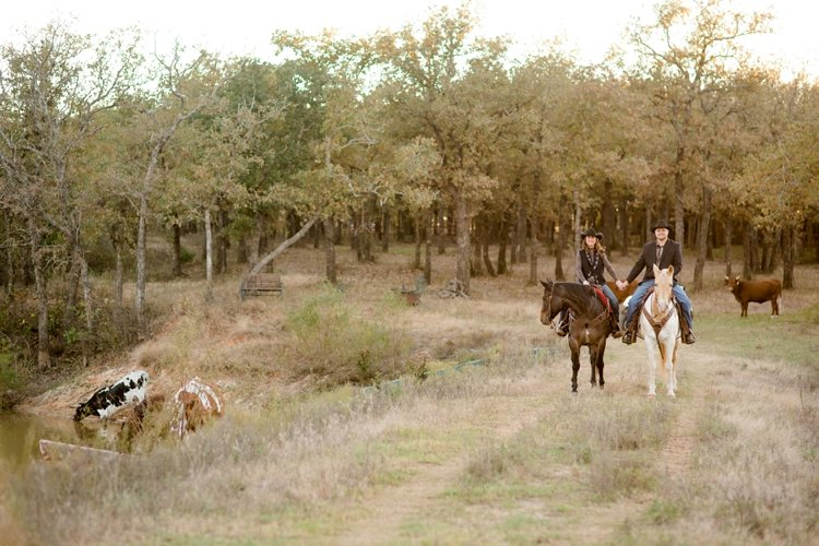 colt-and-haley-wright-trail-rides-and-cowboys-in-decatur-texas-by-kirstie-marie-photography_0018