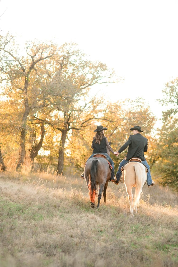 colt-and-haley-wright-trail-rides-and-cowboys-in-decatur-texas-by-kirstie-marie-photography_0019