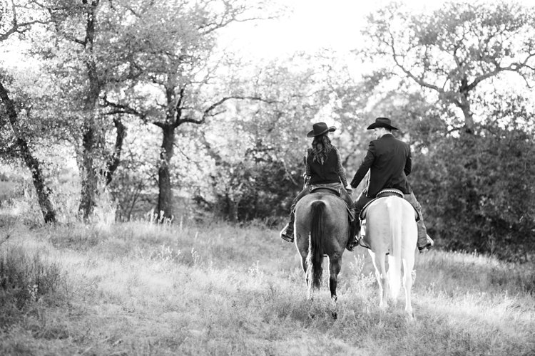 colt-and-haley-wright-trail-rides-and-cowboys-in-decatur-texas-by-kirstie-marie-photography_0020