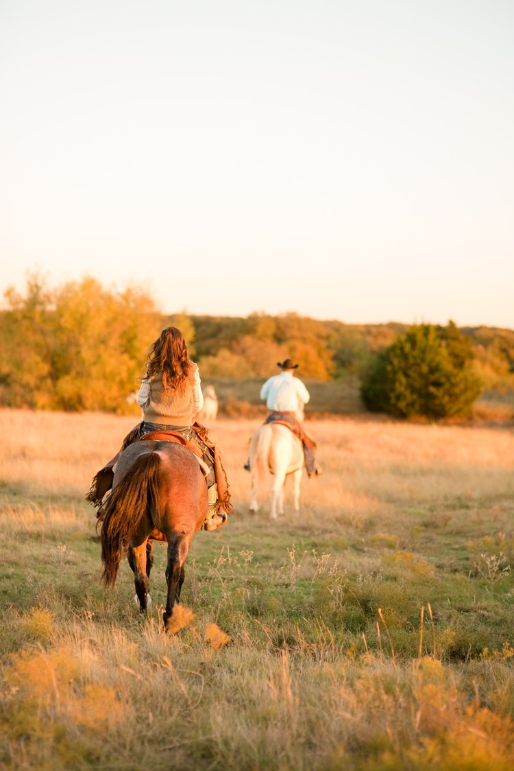 colt-and-haley-wright-trail-rides-and-cowboys-in-decatur-texas-by-kirstie-marie-photography_0021