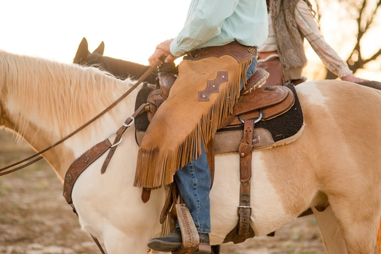 colt-and-haley-wright-trail-rides-and-cowboys-in-decatur-texas-by-kirstie-marie-photography_0022