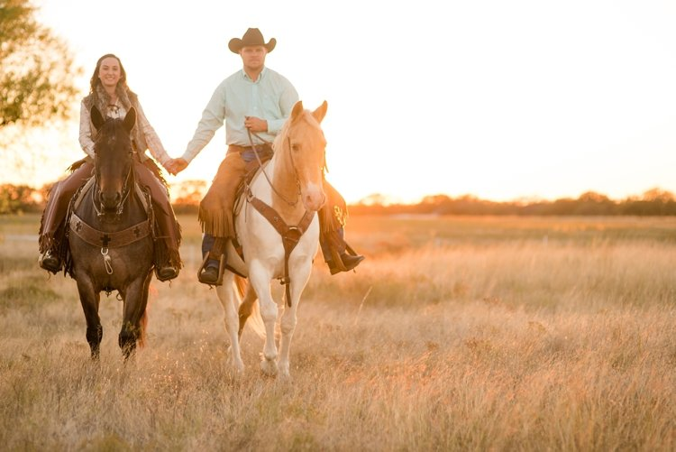 colt-and-haley-wright-trail-rides-and-cowboys-in-decatur-texas-by-kirstie-marie-photography_0023