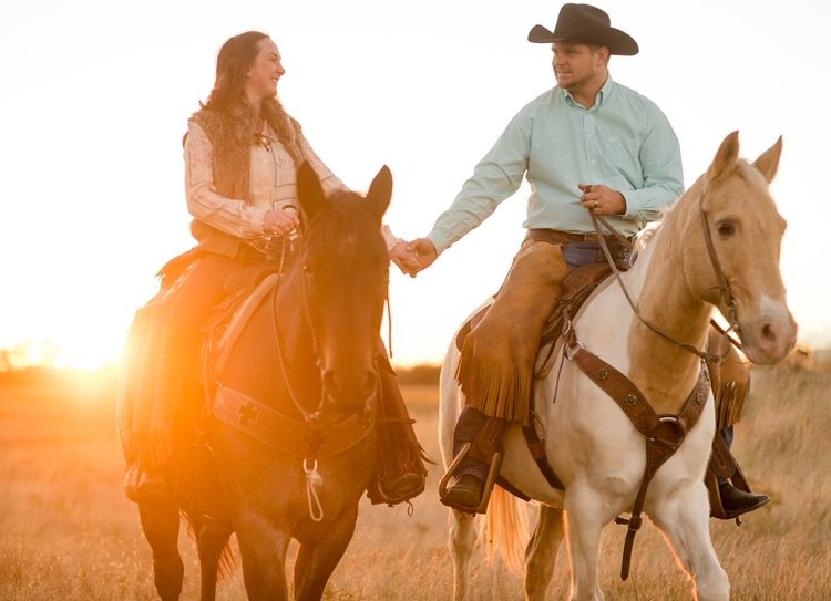 colt-and-haley-wright-trail-rides-and-cowboys-in-decatur-texas-by-kirstie-marie-photography_0024