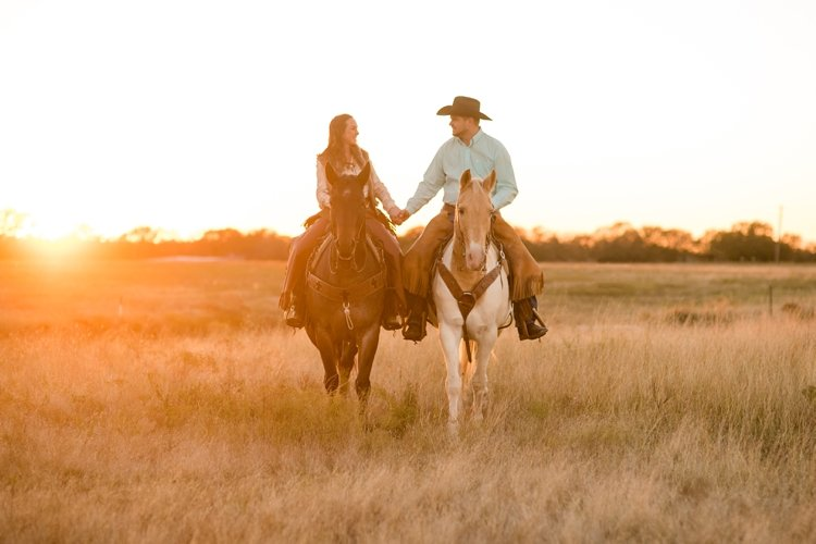 colt-and-haley-wright-trail-rides-and-cowboys-in-decatur-texas-by-kirstie-marie-photography_0026
