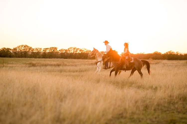 colt-and-haley-wright-trail-rides-and-cowboys-in-decatur-texas-by-kirstie-marie-photography_0029