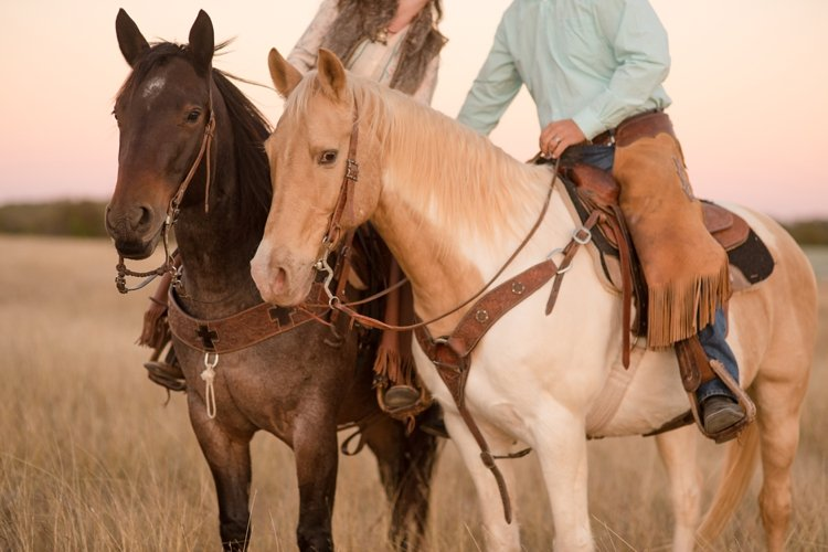 colt-and-haley-wright-trail-rides-and-cowboys-in-decatur-texas-by-kirstie-marie-photography_0032